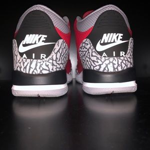 Jordan 3 Red Cements 190$ size 7 wore Once